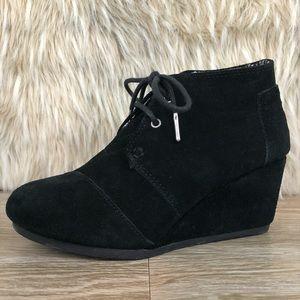 Toms black suede lace up wedge heel 6.5
